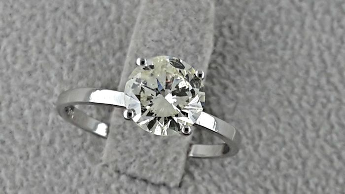 1.01 ct round diamond ring made of 14 kt white gold - size 7