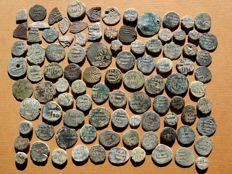 Spain - Medieval Al-Andalus Set of 95 Hispanic-Muslim bronze coins Most of them from the Independent Emirate of Cordoba (VIII-IX centuries). Some of them from the Taifas period. (95).