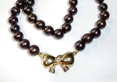 Pearl necklace with dark Akoya salt water pears, chocolate pearls with 14 kt / 585 gold clasp from Jka + 3 diamonds