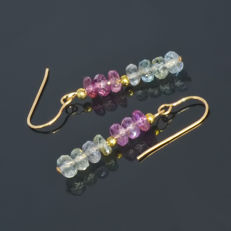 Pair of 14kt/585 yellow gold earrings with two tone Sapphires – Length 2.8 cm