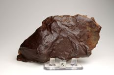 Gebel Kamil - Iron Meteorite from Egypt - Big and best excellent massive Ataxite - MUSEUM GRADE - 1.900 g