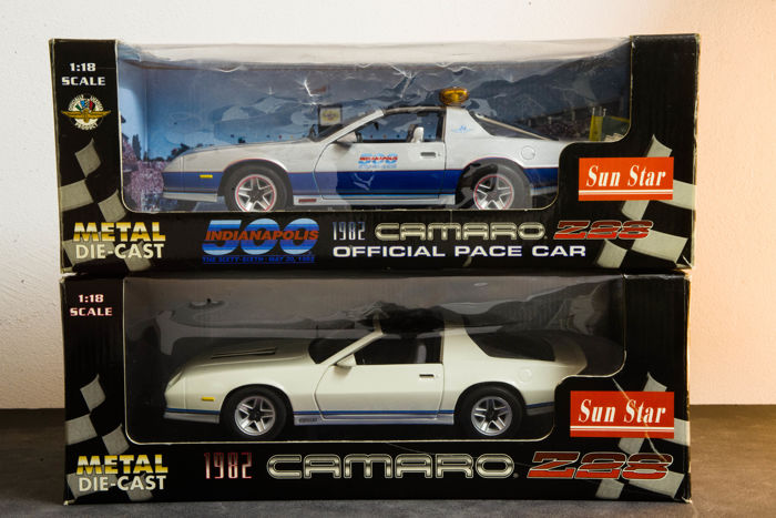 Sun Star - Scale 1/18 - Chevrolet Camaro Z28 1982 Indy 500 Official Pace Car & Chevrolet Camaro Z28 1982