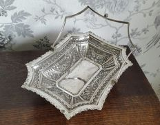 Beautiful decorated Victorian basket with pedestal and detachable handle, silver-plated