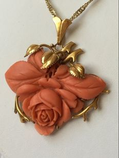 22 kt gold pendant with a rose cut from precious coral.