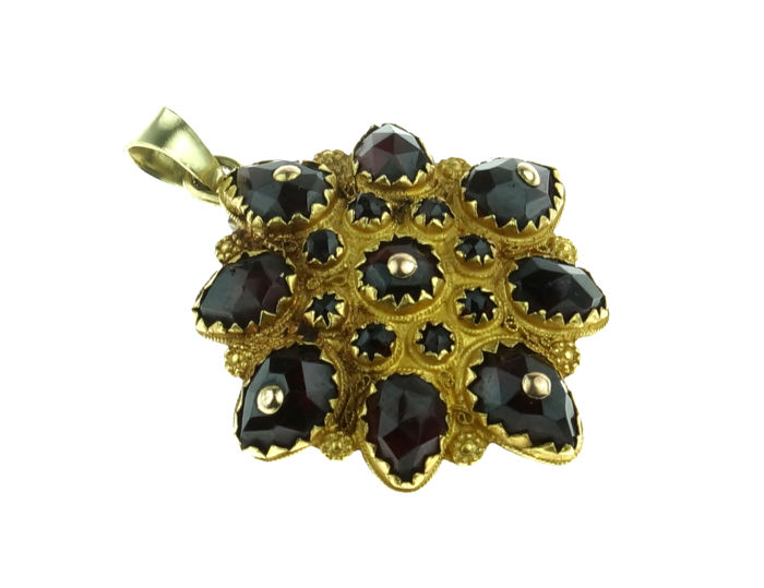 18 karat gold antique garnet pendant - decorated with filigree