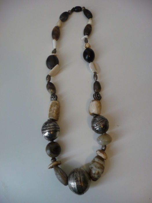 Antique necklace with 3 silver beads, seashells and stones