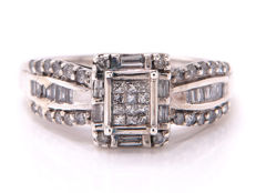 Certified diamond ring with diamonds of 0.71 ct in total - **no reserve price**