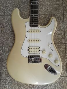 Hondo H 77 Stratocaster - electric guitar