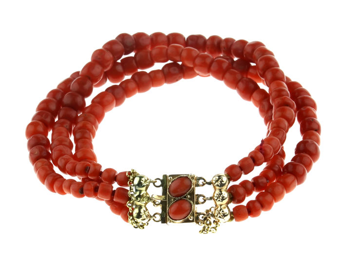 3-strand traditional Dutch precious coral bracelet with 14 kt gold clasp