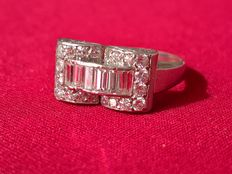 Platinum ring in pure Deco style 6 baguette cut diamonds for 0.8 ct and 10 huit huit cut diamonds