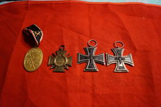 Collection of Medals and Badges - a total of 4 pieces