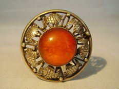 Antique signed designer brooch with natural amber of approx. 12 ct, circa 1930-35
