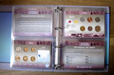 Asia - Coin sets 'Coins of the World' (16 different sets), in an album.