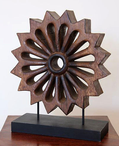 """""""The wheel of time"""" - modern sculpture in wood with wooden support, in excellent condition."""