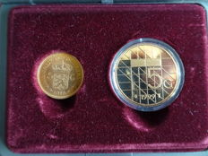 The Netherlands - 5 guilder coin 1912, gold, Wilhelmina, together with a fiver made of bronze plated nickel, 1999, Beatrix.