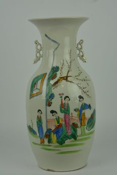 A baluster vase made of porcelain - China - around 1960