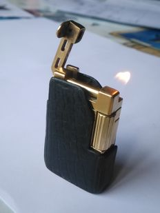 S.T DUPONT lighter URBAN line - Gold plated with crocodile case