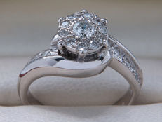 Certified diamond ring with diamonds of 0.35 ct in total - **no reserve price**