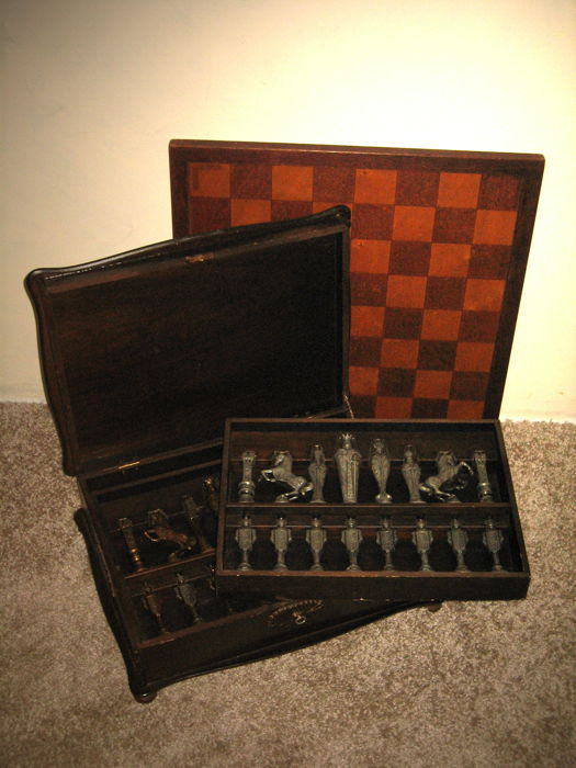 Vintage Historical Chess Set In Oak Wooden Display Box