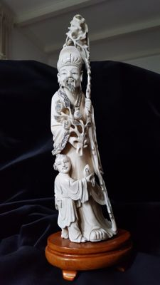 Carved ivory statue - China - around 1900