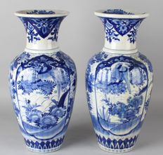 Pair of large antique porcelain Arita ornamental vases with fauna and floral decorations – Japan – 1st half 20th century