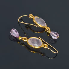 Pair of 14kt/585 yellow gold earrings with jewellery quality pink Topaz and rose Quartz – Length 3 cm