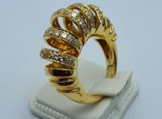 18 Ct Gold Design Ring With Diamonds - Size: 17 mm