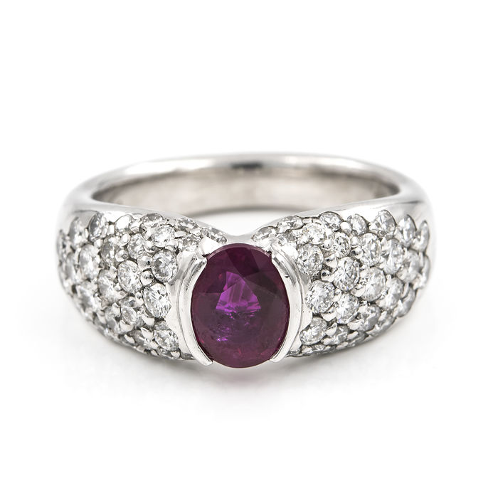 Cocktail ring - Platinum .900 - Diamonds 1.70 ct - Faceted oval-cut ruby 1.40 ct - Interior diameter of the ring: 16.55 mm