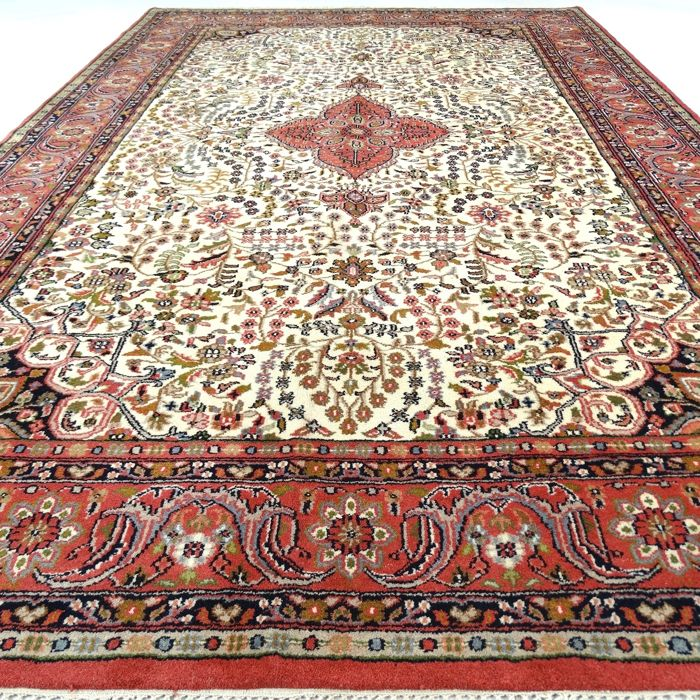 "Sarough - 301 x 199 cm. - ""Oriental carpet in mint condition"" - With certificate."