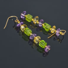 Pair of 14kt/585 yellow gold earrings with multi-colored gems: Amethyst, Citrine and Olivine – Length 4.2 cm
