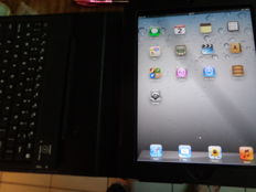 ipad - 64gb / wifi - 3G -Apple charger - integrated new leather case & Bluetooth keyboard
