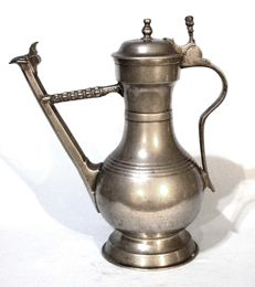"""Stegkanne"" in pewter of Abraham Gantig, Bern, 18th century."