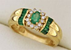 18kt yellow gold ring with Emeralds and Diamonds