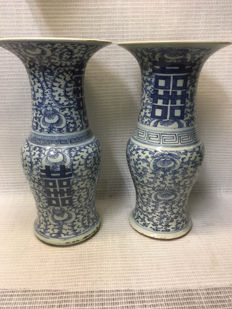 A couple of porcelain vases - China - early 20th century