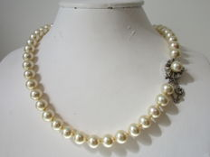 Pearl necklace - cultured - with 0.925, 1970s clasp - length 37 cm