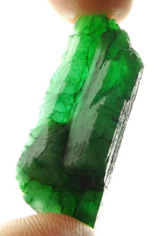 Natural Green Emerald Crystal - 4.5 x 1.8 x 1.1 cm - 68,35 ct - 13,67 gm