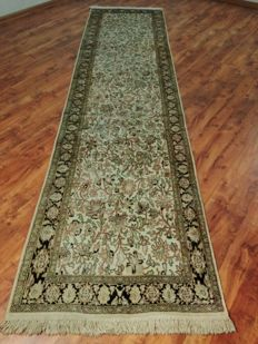 Magnificent & Wonderful Kashmir Ghom 100% pure silk on silk finely hand knotted 370x87 cmTOP Condition & Quality