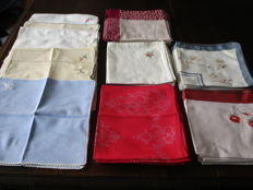 Lot of 87 damask and embroidered napkins.