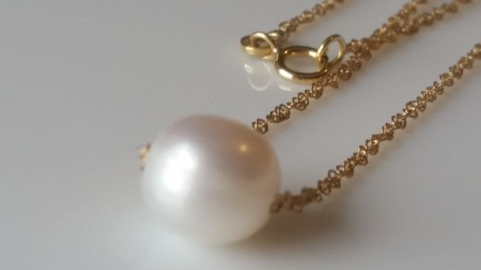 Gold 18 kt, freshwater cultured pearl
