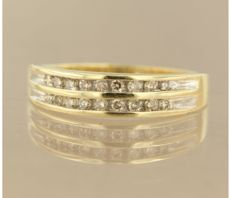 14 kt bicolour gold ring with 18 brilliant cut diamonds, of approx. 0.45 ct in total – ring size 16.5 (52) *** no reserve price ***
