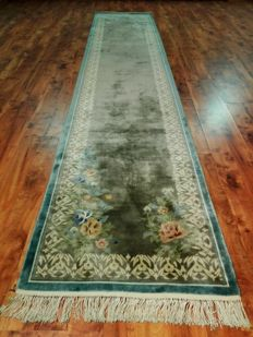 Wonderful & Original Chinese rug 100% pure silk on silk finely hand-knottedv355x70 cm TOP Quality & Condition