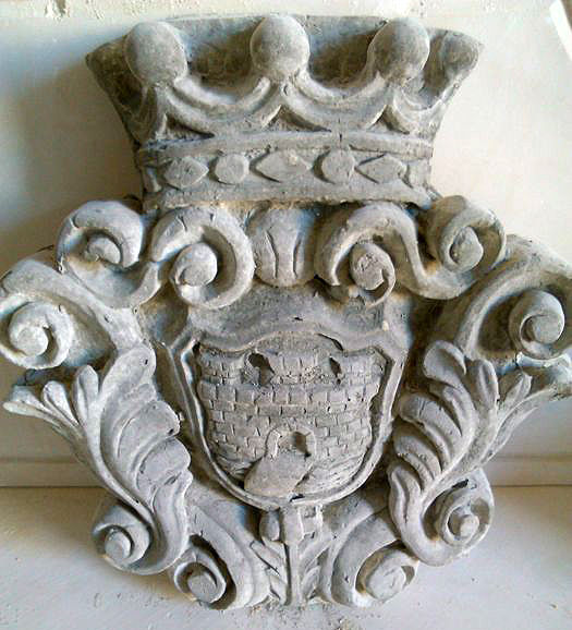 Coat of arms in white stone dust - Italy - 20th century