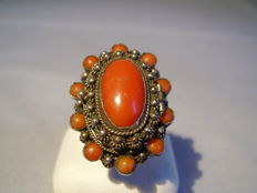 Antique poison ring with large, Italian coral cabochon of approx. 5 ct and coral entourage