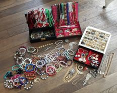 Large lot of decorative jewellery from different periods