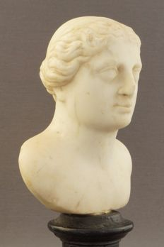 White marble bust of a classical goddess - Italy - late 16th century/early 17th century