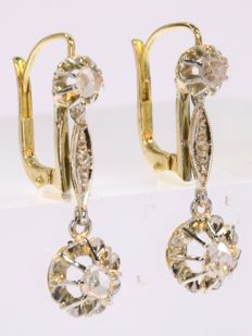 Diamond Art Deco earrings in bicolour gold, anno 1920