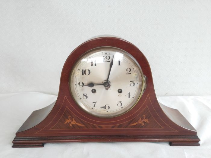 Pendulum clock for dining room or kitchen with inlays, gong with pendulum and key