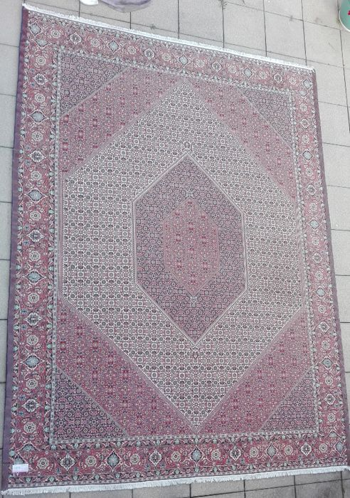 Persian carpet (KH BIDJAR) beautiful 250 x 350 cm with an unbelievable 5.9 million knots. TOP TOP TOP unique and rare.