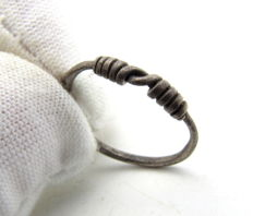 "Medieval Viking period Silver Twisted Ring with ""Knot"" Bezel - 15 mm"