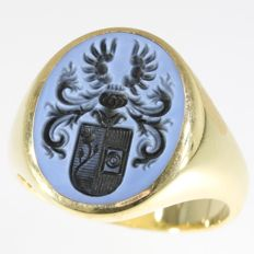 Vintage seal or signet gents ring - family crest engraved in layer stone - Netherlands circa 1970
